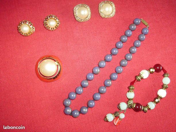Boucles oreilles, broche, collier, bracelet