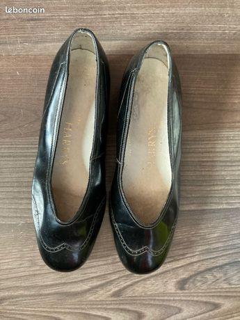 Chaussures de confort laquées noires
