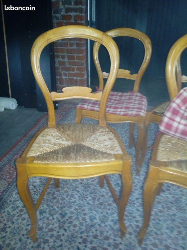 Chaises en merisier massif dossier forme violon assise paille une des assises serait à rempailler (p