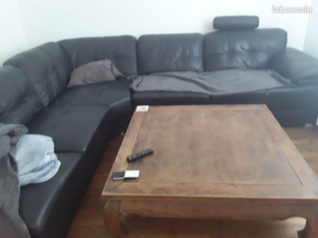 Vends 1 buffet en meurisier 1table en verre avec 4 chaises 1 canapé 5 places1 table coloniae salon