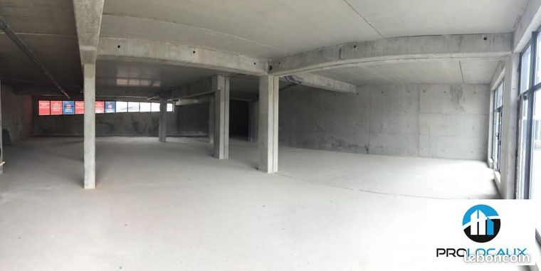 Local commercial 321 m²