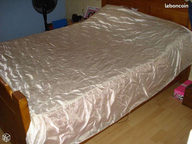 dessus de lit satin annonces d 39 achats et de ventes les meilleurs prix. Black Bedroom Furniture Sets. Home Design Ideas