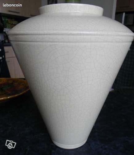 Vase neuf, jaune beige Neuf céramique - Saint-Même-les-Carrières - Vends pour 5 Euros, 1 vase neuf couleur jaune beige de hauteur environ 35cm et de largeur 20cm,e n céramique. Etat Neuf et donc impeccable. A saisir!!!!  - Saint-Même-les-Carrières