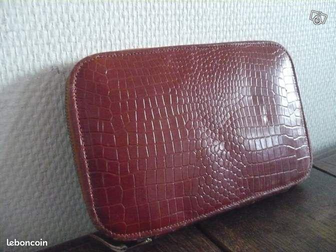 Trousse de couture cuir 1950 tbonetat vintage accessoires for Trousse couture cuir