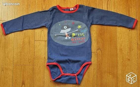 Body bébé mixte DPAM VRO61 - Alençon - Body bébé mixte DPAM taille 18 mois Stature 81 cm Matière 100% coton Body manches longues; 3 pressions dans le dos au niveau du cou; couleur : marine et rouge (col, manches, bas du body) (voir photos). 3 pressions à l'entrejambe; inscriptio - Alençon