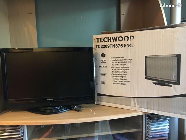 Télévision écran plat 56 cm TNT intégrée