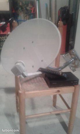 """Antenne parabolique + décodeur TV - Amiens - Antenne parabolique complète ( avec support ) + Décodeur """" Fransat """" avec carte d'accès + toute la connectique ( 10 m de cable antenne + adaptateurs ) ;  - Amiens"""