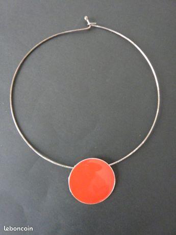 Collier pendentif émail rouge