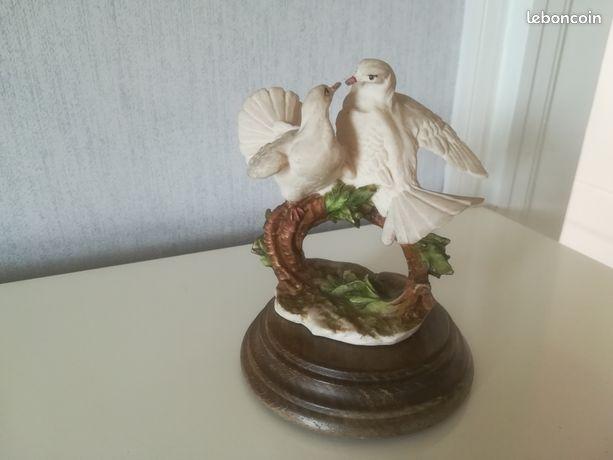 Statuette en porcelaine de Capodimonte couple de colombes