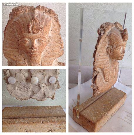"""Buste égyptien terracotta Cayla MICHEL13380 - Plan-de-Cuques - Buste égyptien hauteur 27 cm largeur 16,5 cm poids 1,850 kg réalisé en terracotta, monté sur Plexiglas, estampillé par l'artisan sculpteur céramiste Michel Cayla, installé à Saint Didier en Vaucluse (Provence) """"L'authenticité de  - Plan-de-Cuques"""