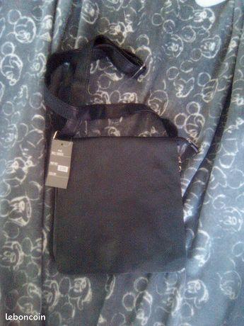 Sacoche noire en simili cuir noir Mixte neuf avec étiquette