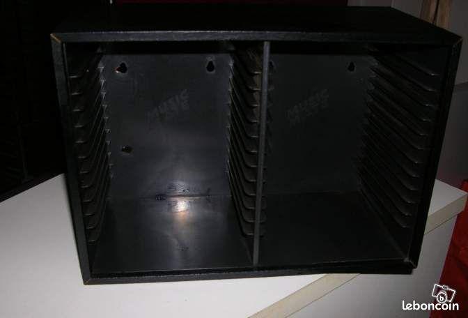rangement pour cd en bois annonces d 39 achats et de ventes. Black Bedroom Furniture Sets. Home Design Ideas