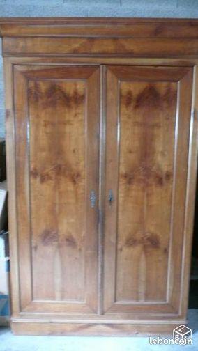 armoire ancienne en cerisier merisier hh85 la verrie grande armoire ancienne en cerisier. Black Bedroom Furniture Sets. Home Design Ideas