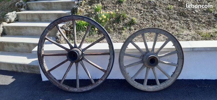Roues de charrette en bois et fer