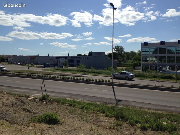 Local commercial 300 m²