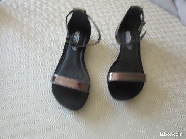 Chaussures noires et argentees