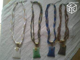 Collier fantaisie mode femme - Brignoles - très jolie collier mode, en petites perles différentes couleurs, avec fils de sois de la couleurs des perles, faux diamant sur la pierre centrale du collier faites en résine dure, très bel effet vendu à l'unité si vous désirez regarder  - Brignoles