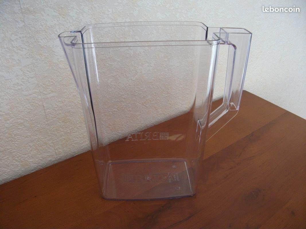 Carafe à eau en plastique