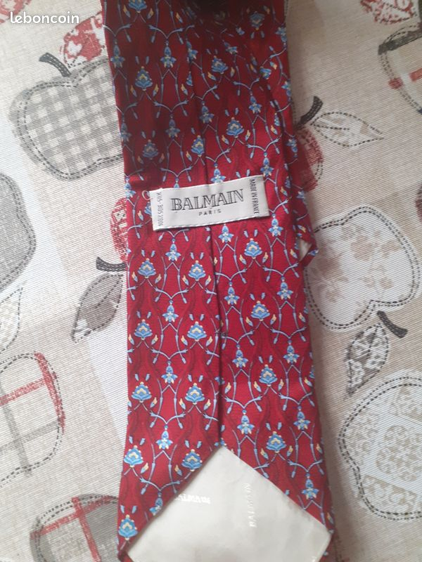 Cravate balmain, soie, très bon état