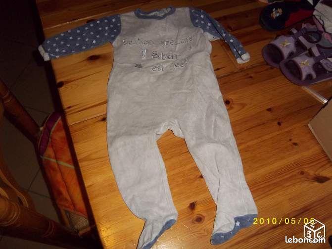 pyjama fille star 18 mois v tements b b vend e. Black Bedroom Furniture Sets. Home Design Ideas