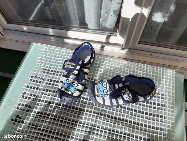 Paire chaussures été garçon