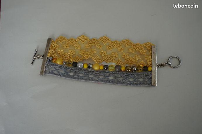 Bracelet manchette dentelle