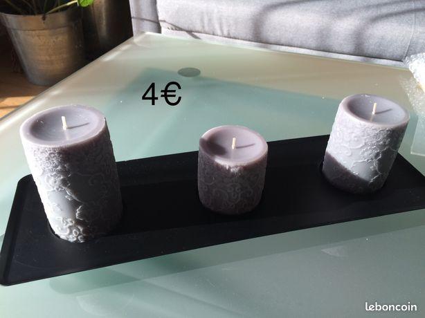 3 grosses bougies grises sur support