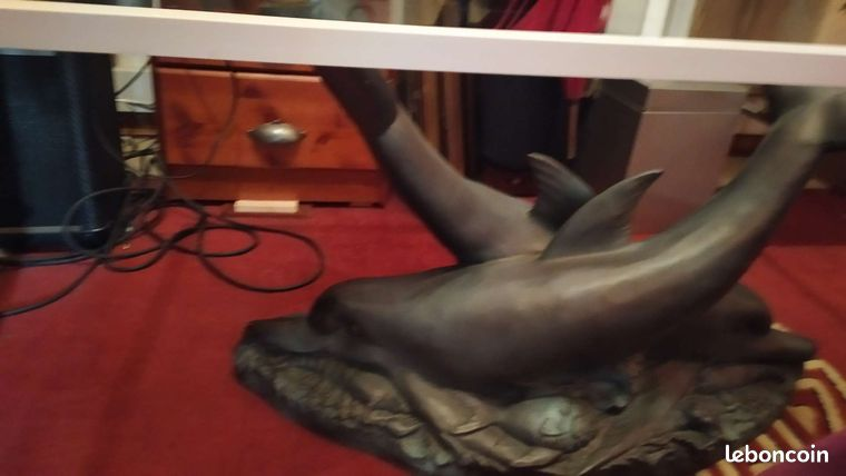 Table basse vitree avec 2 dauphins en pied