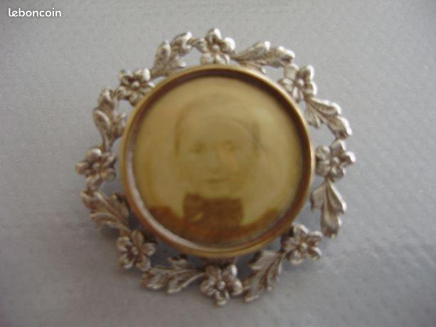 Broche ancienne porte photo fillette